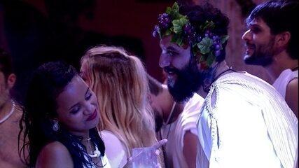 Wagner elogia Gleici na Festa Deuses Gregos