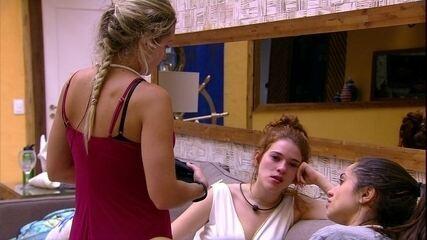 Jéssica dá boa noite Ana Clara e sister ignora