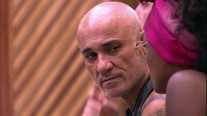 Ayrton acredita que as pessoas o julgam como chato: 'Por causa de Ana Clara'