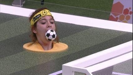 Pede música! Ana Clara faz terceiro gol e time amarelo faz 3 x 0