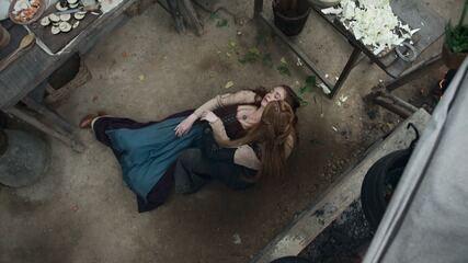 Teaser de 'Deus Salve o Rei' 07/02: Amália desmaia e médico suspeita de gravidez
