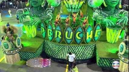 Carro abre-alas da Peruche mostra as misturas musicais indígenas e africanas