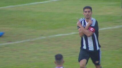 Gol do Figueirense! Maikon Leite cruza na área, e André Luis manda para o gol