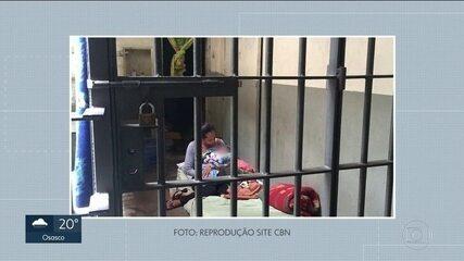 Bebê recém-nascido passou a noite com a mãe numa cela da delegacia do Brás