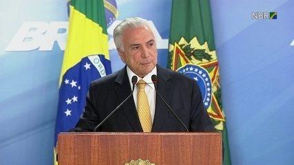 Temer discursa após assinar intervenção na segurança do Rio