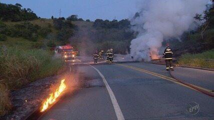 Motorista morre após caminhão tombar e pegar fogo na BR-491, em Paraguaçu (MG)