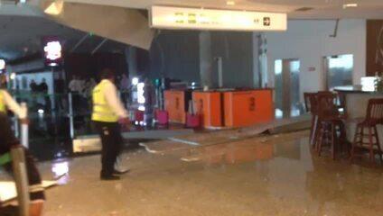 Vídeo mostra momentos seguintes ao desabamento de parte do teto do aeroporto JK, no DF