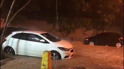 Chuva inunda rua em Copacabana