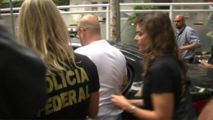Presidente da Fecomércio-RJ deixa prédio no leblon sob gritos da vizinhança