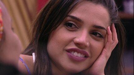 Paula confessa para Gleici: 'Prefiro ficar paquerando'