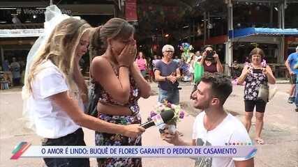 Pedido de casamento durante máteria do 'Vídeo Show' surpreende, e Sophia Abrahão faz comentário ao final