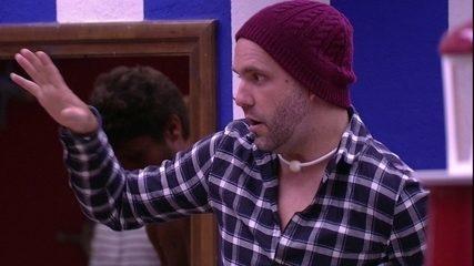 Jéssica entra em discussão de Lucas e Caruso provoca: 'Ela tem procuração no seu nome?'