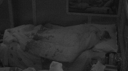 Jéssica, Paula, Diego, Patrícia e Breno dormem no Quarto Submarino