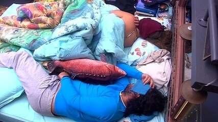 Patrícia e Diego dormem juntos no Quarto Submarino