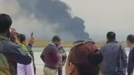 Avião cai em aeroporto do Nepal