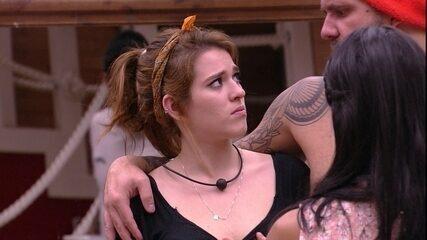 Caruso abraça Ana Clara: 'Eu brigo, mas meu coração é grande'