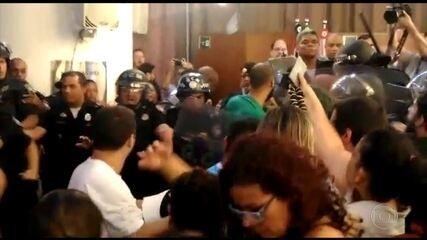 Protesto de servidores contra reforma da previdência tem confronto em SP