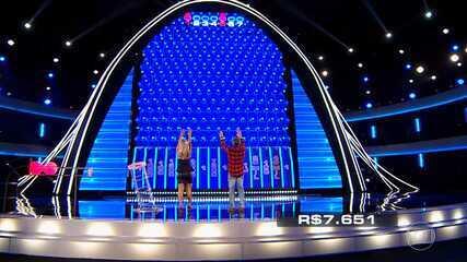 Renata lança as últimas três bolas vermelhas no 'The Wall'