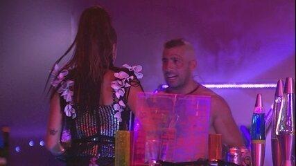 Kaysar se surpreende com show de Anitta e diz: 'Quero casar com ela'