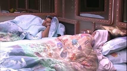 Kaysar faz o Raio-X e volta a dormir
