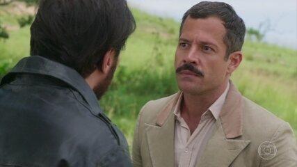 Confira a cena em que o Coronel Brandão participa de uma disputa de motovelocidade