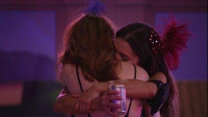 Emocionada, Paula pede a Ana Clara: 'Desculpa qualquer coisa'