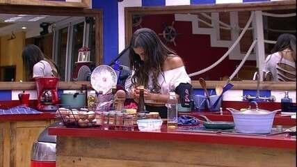 Paula cozinha canta a música 'Esqueci como namora'