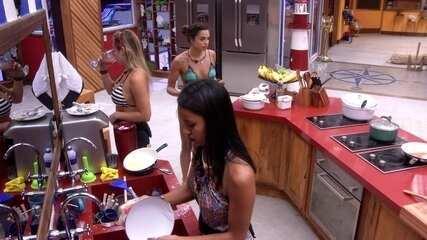 Gleici lava a louça do Tá com Nada