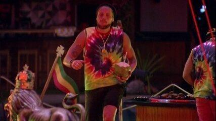 Breno dança sozinho na pista da Fest Reggae