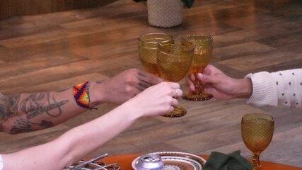 Ana Clara, Gleici e Wagner fazem brinde no Almoço do Anjo