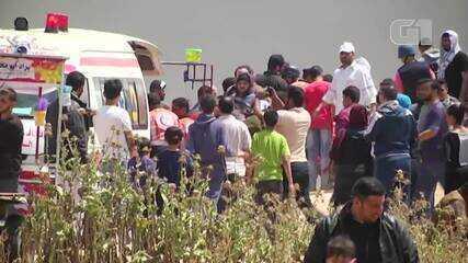 Exército israelense usa gás lacrimogêneo em manifestantes palestinos na Faixa de Gaza