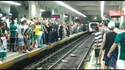 Linhas do metrô funcionam com composições reservas após vandalismo