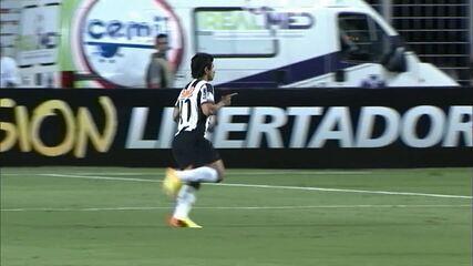 Relembre o gol de Guilherme, pelo Atlético-MG, contra o Newell's Old Boys em 2013