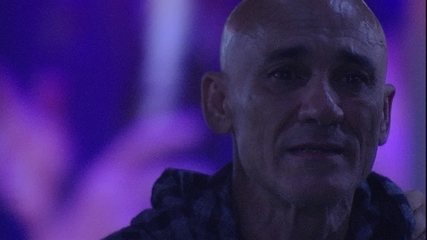 Ayrton se emociona ao ver vídeo de Eva