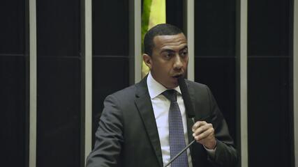 Vice-governador do DF Renato Santana acusa Rodrigo Rollember de 'racismo'