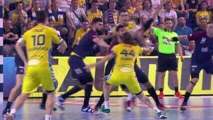 Bombac, do Kielce, marca golaço contra o PSG na Liga dos Campeões de handebol