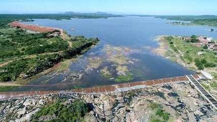 Imagens aéreas mostram 'sangria' no Açude Mendubim, em Assu