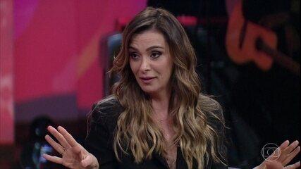 Mônica Martelli afirma que está feliz e solteira, e comenta trecho de seu espetáculo