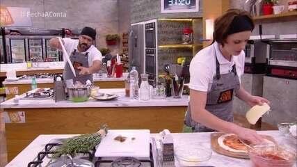 Participantes preparam pizza grossa com borda alveolada