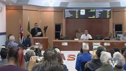 Moradores protestam contra prefeito preso e vice afastado em Mongaguá, SP