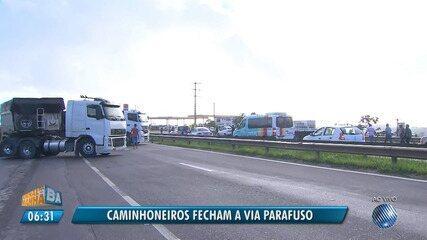 Protesto: caminhoneiros interditam trecho da Via Parafuso