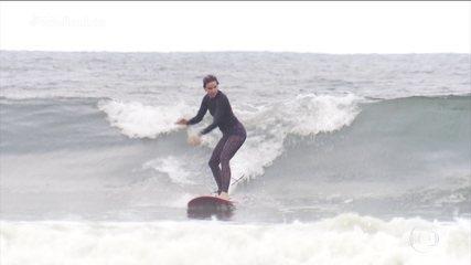Entre nessa onda: Mari Ferrão tem o desafio de atravessar a arrebentação remando sozinha