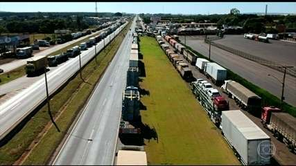 Caminhoneiros protestam em várias rodovias do país