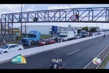 Greve dos caminhoneiros chega ao 5º dia com reflexos na região
