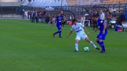 Lindo lance! Edilson dá drible em Dodô, lateral do Santos aos 27' do 1º Tempo