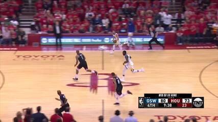 Stephen Curry é o melhor jogador da noite com 27 pontos, nove rebotes e dez assistências