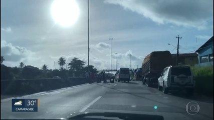 Protesto dos caminhoneiros bloqueia parcialmente pontos de rodovias de Pernambuco