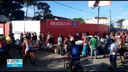 Movimento é intenso em distribuidoras de gás de cozinha após liberação de caminhões em Suape