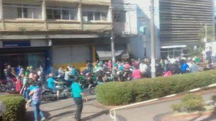 Comércio do Centro de Araraquara fecha as portas durante manifestação
