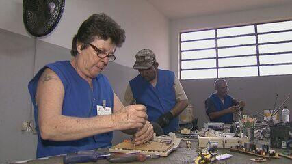 Projeto transforma lixo eletrônico em renda para pacientes de hospital psiquiátrico